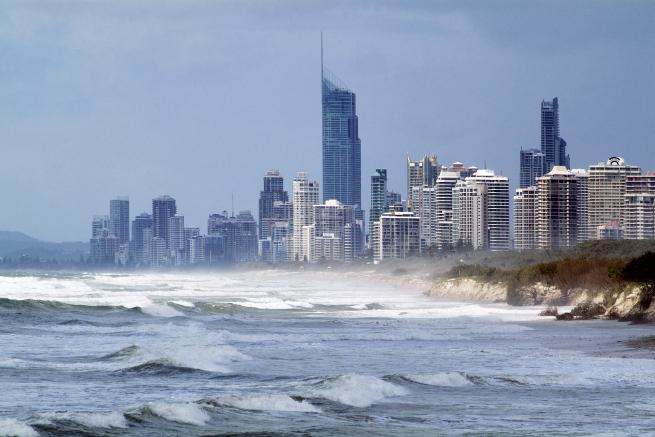 CSIRO_ScienceImage_10801_Coastal_development_at_Surfers_Paradise